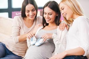 видеть во сне беременную подругу для девушки