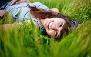 К чему снится лежать на траве?